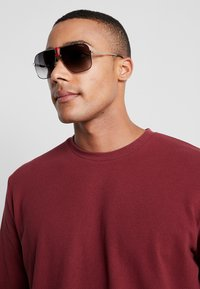 Carrera - Sonnenbrille - gold-coloured/red - 1