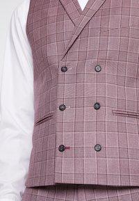 1904 - BUTLEY SKINNY FIT WAISTCOAT - Kostymväst - pink - 5