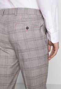 1904 - JASPE CHECK TROUSER SKINNY - Pantaloni eleganti - mid grey - 3