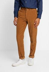 1904 - TAPERED - Pantalones - stone - 0