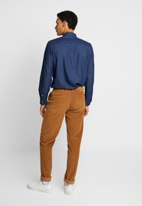 1904 - TAPERED - Pantalones - stone - 2