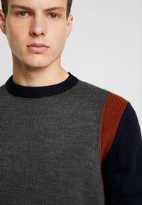 1904 - MOORFOOT COLOUR BLOCK CREW  - Jumper - grey - 4