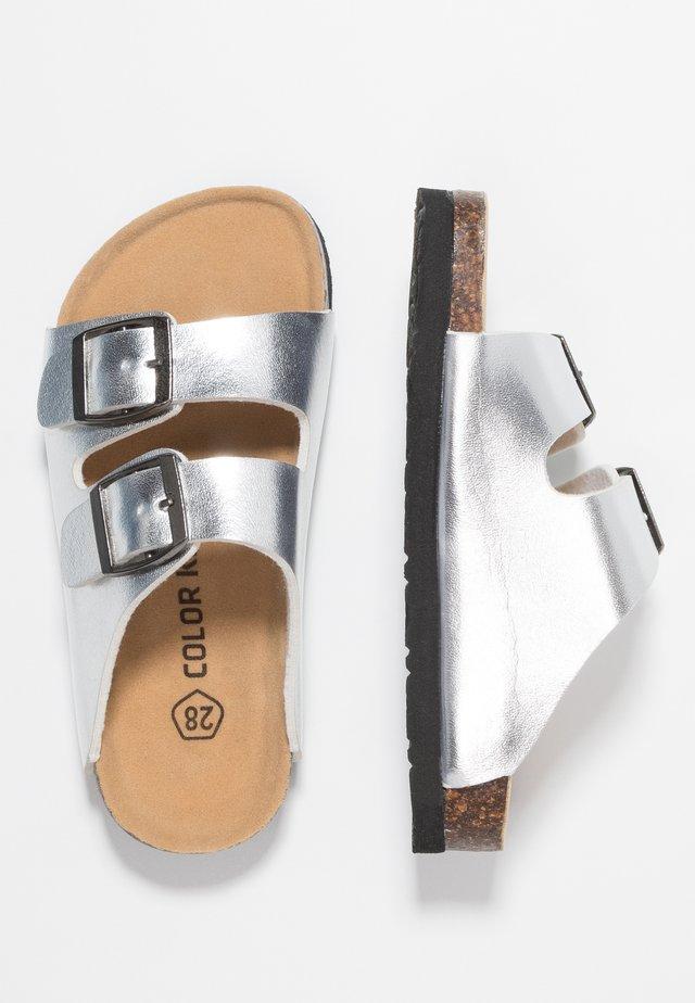 NILAUS - Chodecké sandály - dark silver