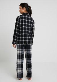DKNY Intimates - TOO GOOD TO GIVE - Pyžamová sada - black plaid - 2