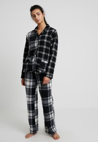 DKNY Intimates - TOO GOOD TO GIVE - Pyžamová sada - black plaid - 0