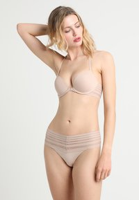 DKNY Intimates - CLASSIC WIDE TRIM THONG - String - sand - 1