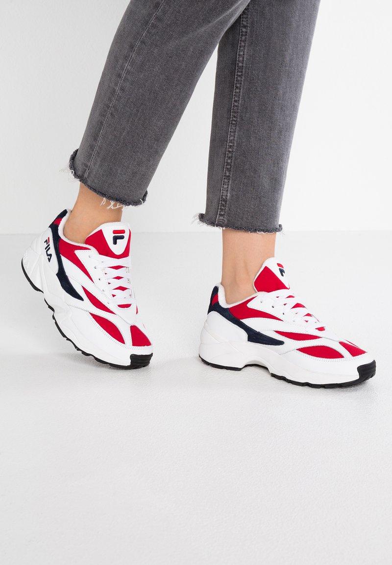 Fila - V94M - Trainers - white/navy/red