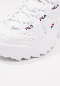 Fila - D FORMATION - Sneakersy niskie - white/navy/red - 2