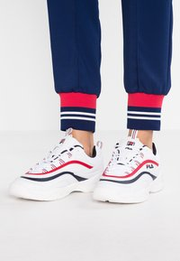 Fila - RAY - Trainers - white/navy/red - 0