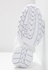 Fila - DISRUPTOR - Baskets basses - white - 6