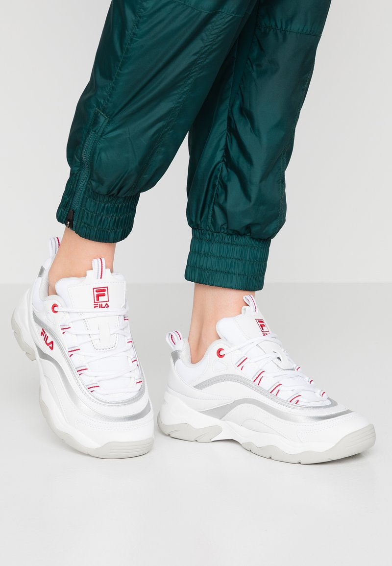 Fila - RAY - Sneaker low - white/silver/red