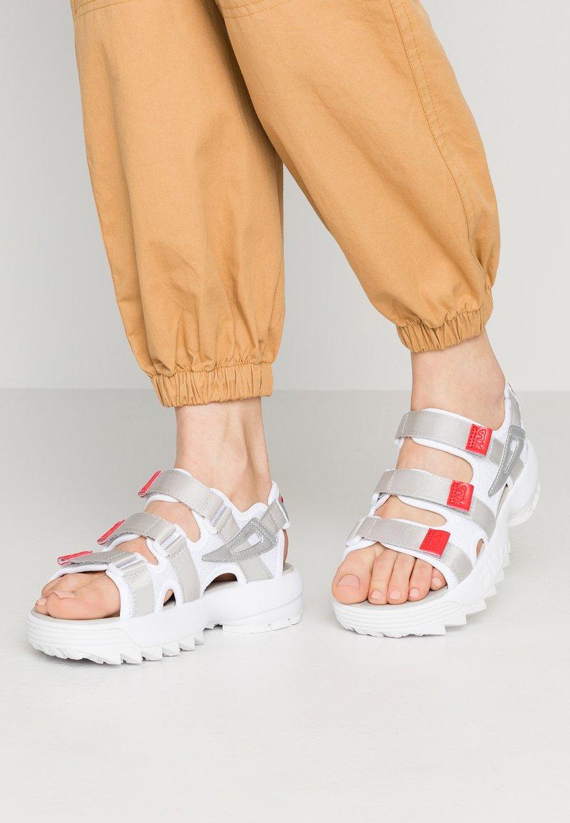 Fila - DISRUPTOR  - Sandalias con plataforma - white/silver/red