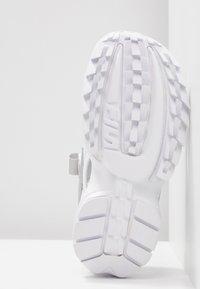 Fila - DISRUPTOR  - Sandales à plateforme - white/silver/red - 6