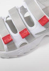 Fila - DISRUPTOR  - Sandales à plateforme - white/silver/red - 2