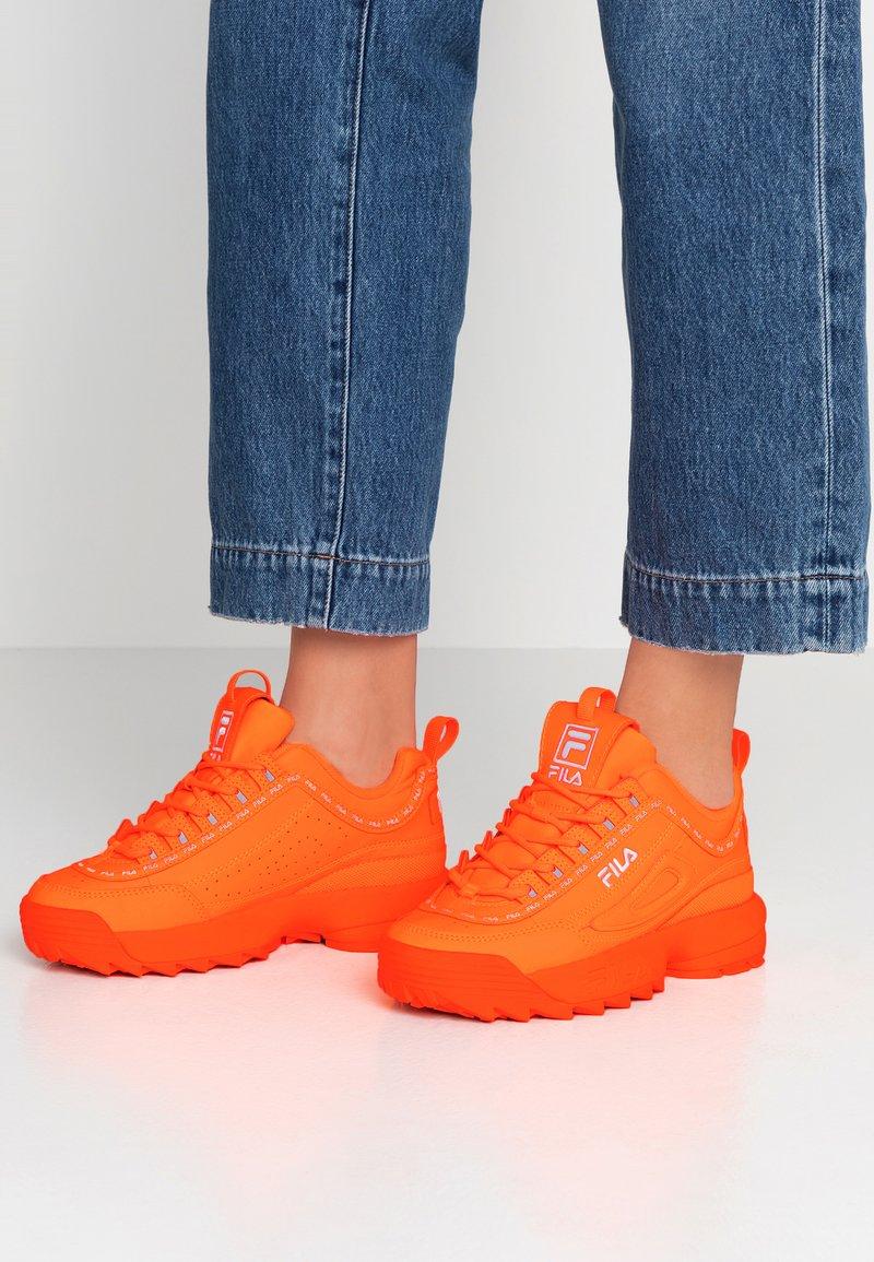 Fila - DISRUPTOR LOGO - Sneakers - fluo orange