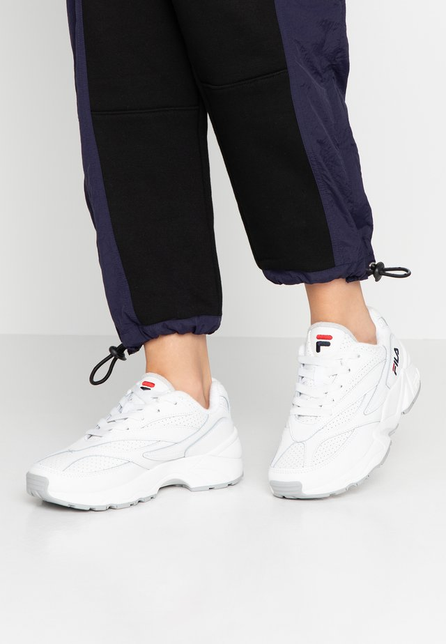 FILA V94M - Matalavartiset tennarit - white