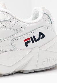 Fila - FILA V94M - Tenisky - white - 2