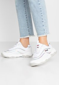 Fila - RAY - Zapatillas - white/silver - 0