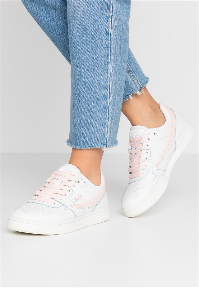ARCADE - Sneakers - white/rosewater