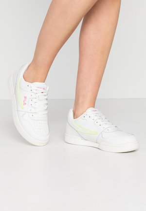 ARCADE - Sneakers laag - white/rosebloom
