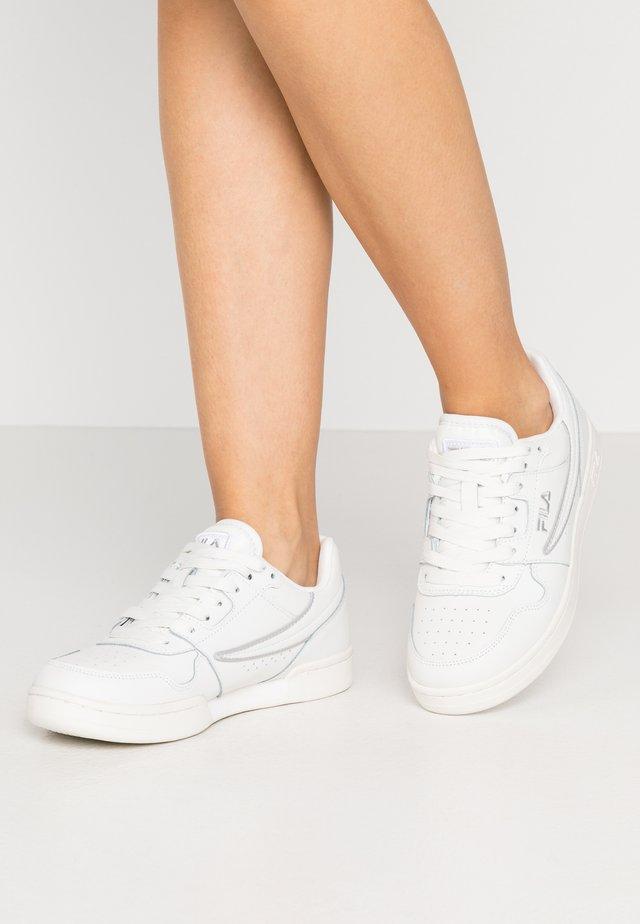 ARCADE - Sneakers - white/silver