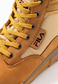 Fila - GRUNGE II MID - Kotníková obuv - chipmunk - 2