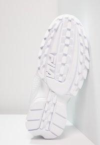 Fila - DISRUPTOR - Sneakers - white - 4
