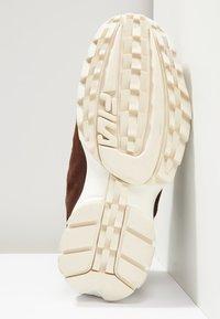 Fila - DISRUPTOR LOW - Sneakers - deep mahogany - 4