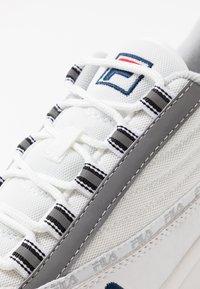 Fila - DSTR97 - Sneakers - white - 5