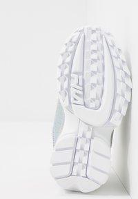Fila - DISRUPTOR KIDS - Sneakers laag - silver - 5