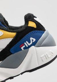 Fila - V94M - Sneakers basse - black/white/citrus - 2