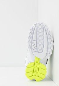 Fila - DISRUPTOR - Baskets basses - white/neon lime - 4
