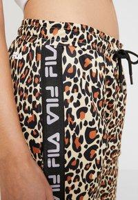 Fila - PANIZ CROPPED PANTS - Teplákové kalhoty - brown - 4