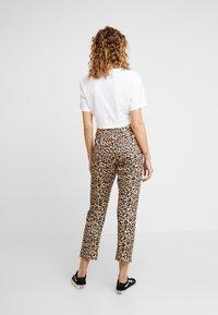 Fila - PANIZ CROPPED PANTS - Teplákové kalhoty - brown - 2