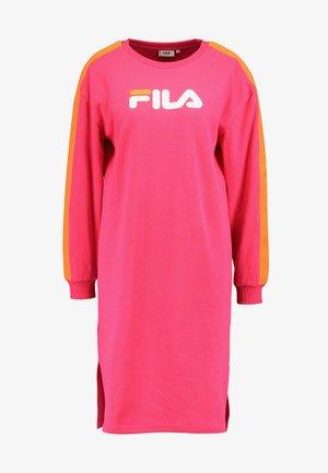 MITSUKI BUTTONED CREW DRESS - Jerseykjole - pink yarrow/mandarin orange