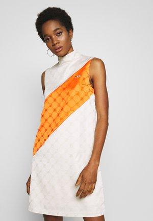 HANAKO - Vestido informal - eggnog/mandarin orange
