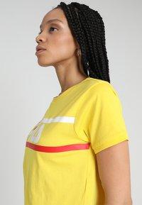 Fila - ASHLEY CROPPED TEE - T-shirt print - empire yellow - 3
