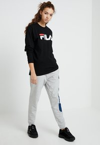 Fila - PURE LONG SLEEVE - Långärmad tröja - black - 1