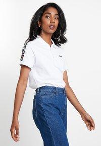 Fila - TASHA CROPPED - T-shirt imprimé - bright white - 0