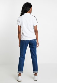 Fila - TASHA CROPPED - T-shirt imprimé - bright white - 2
