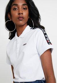 Fila - TASHA CROPPED - T-shirt imprimé - bright white - 4