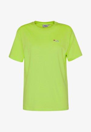 EARA TEE - T-shirts - sharp green