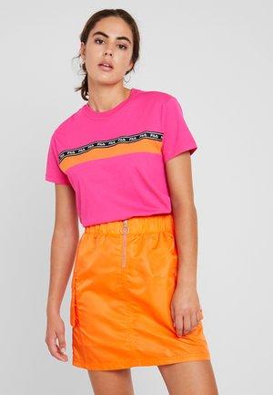 SHINAKO TEE - Print T-shirt - pink yarrow-mandarin orange