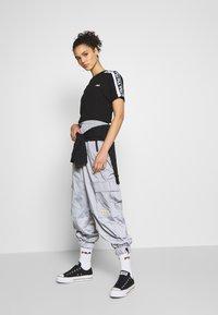 Fila - TANDY - T-shirts med print - black / bright white - 1