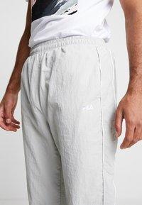 Fila - TALMON PANT - Pantalon de survêtement -  harbor mist/blue curacao/bright white - 4