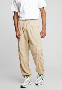Fila - FILA FOR WEEKDAY MALEK TRACKPANTS  - Pantalon classique - oxford tan - 0