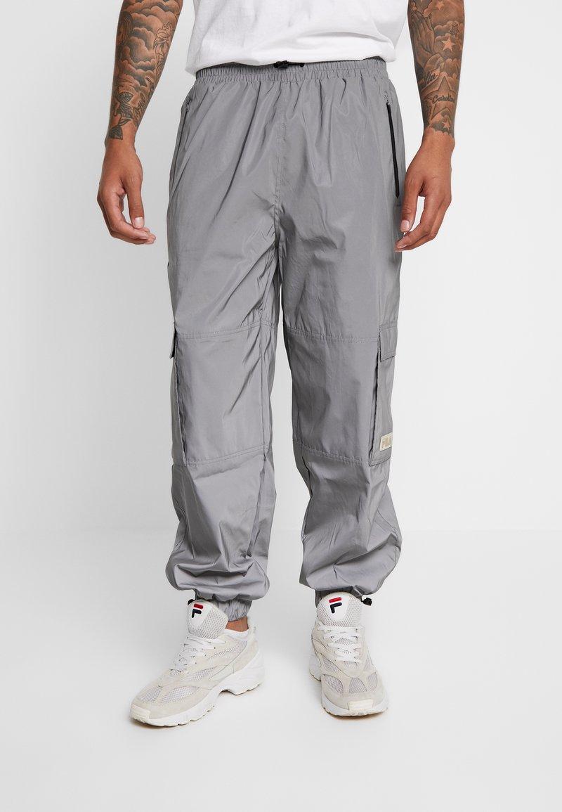 Fila - FILA FOR WEEKDAY MALEK REFLECTIVE TRACKPANTS - Pantalones deportivos - silver reflective