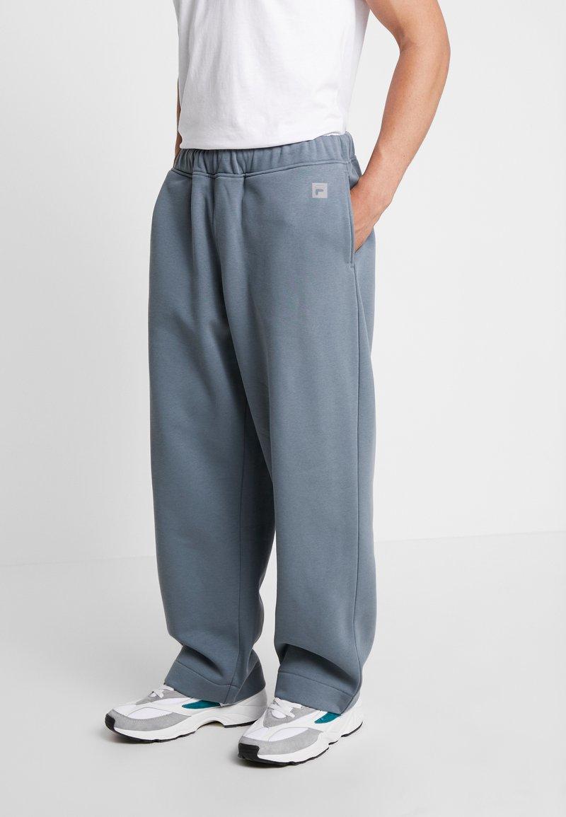Fila - FILA FOR WEEKDAY GABE  - Pantalones deportivos - grey