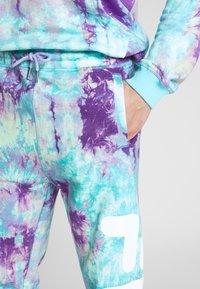 Fila - PURE AOP - Tracksuit bottoms - lilac batik allover - 5