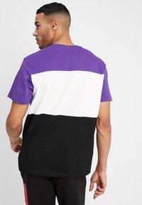Fila - DAY TEE - Print T-shirt - black/tillandisa purple/bright white - 2